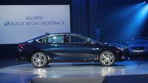 2018 Buick Regal Sportback: Live
