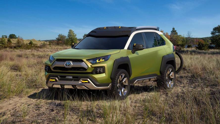 2019 Toyota RAV4: Side By Side