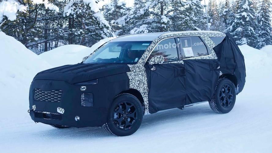 Hyundai'nin sekiz koltuklu yeni SUV'u görüntülendi