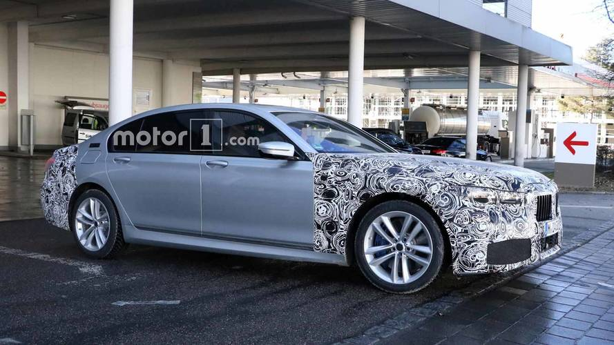 BMW 7 Series Refresh Spied Testing With Fully Digital Instruments