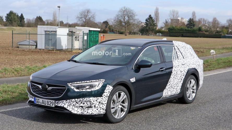 Photos espion - L'Opel Insignia Country Tourer surprise pour la première fois