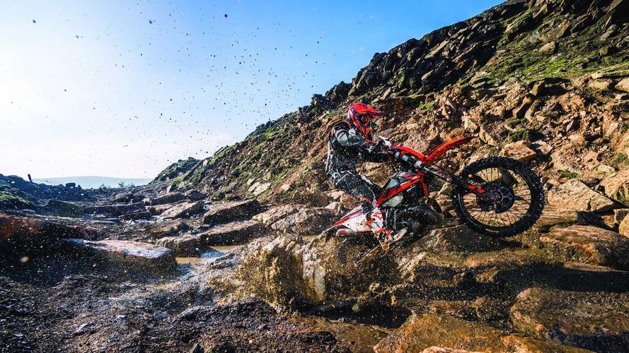 KTM estrena motos de enduro de 2T, con inyección electrónica