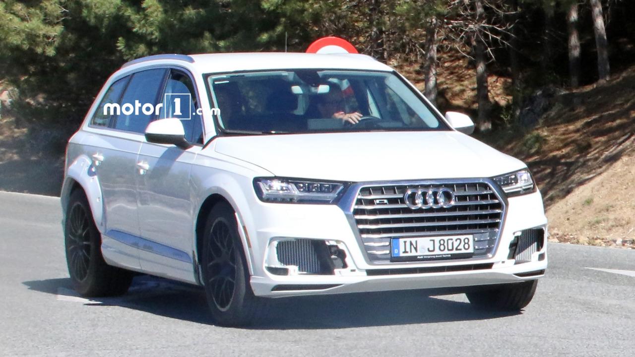Audi Q8 test mule