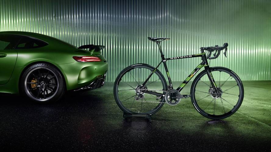 El Mercedes-AMG GT R tiene una hermana de dos ruedas impresionante