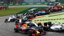 Daniel Ricciardo, Red Bull Racing RB12 and Lewis Hamilton, Mercedes AMG F1 W07 Hybrid at the start of the race
