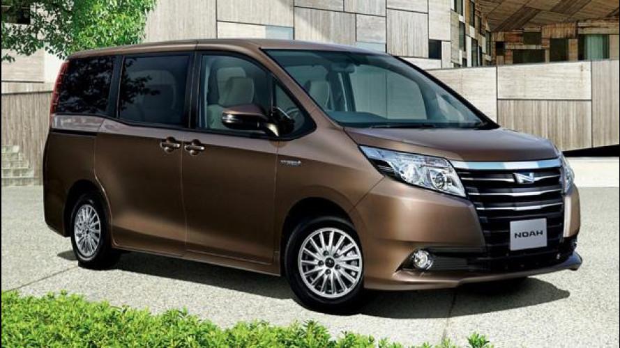 Per Toyota anche la monovolume da famiglia è ibrida