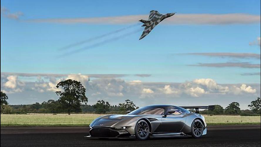 Aston Martin Vulcan, emozionante video con lo storico bombardiere