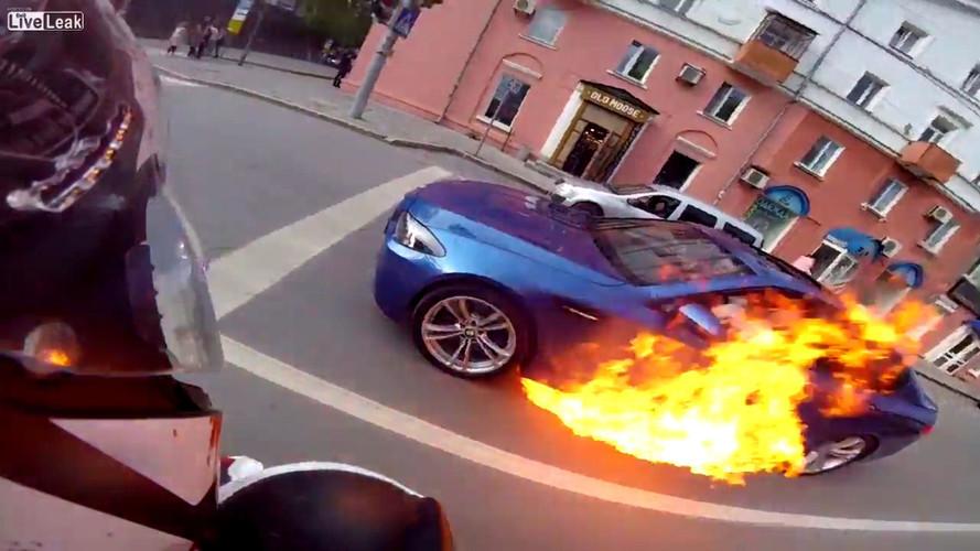 Sokak yarışının sonu BMW M5 için kötü oldu