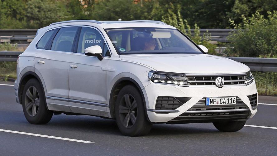 2018 VW Touareg Returns In New Revealing Spy Shots