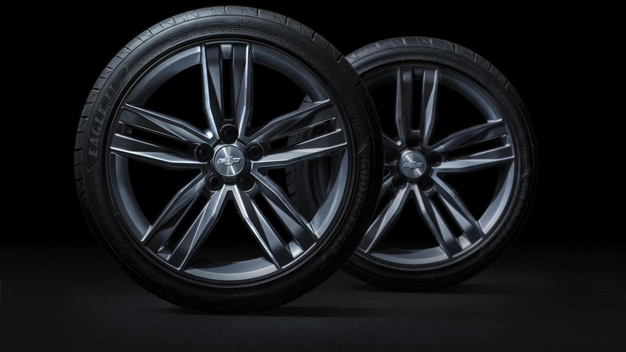 Chevrolet shows off 2016 Camaro wheels and brakes