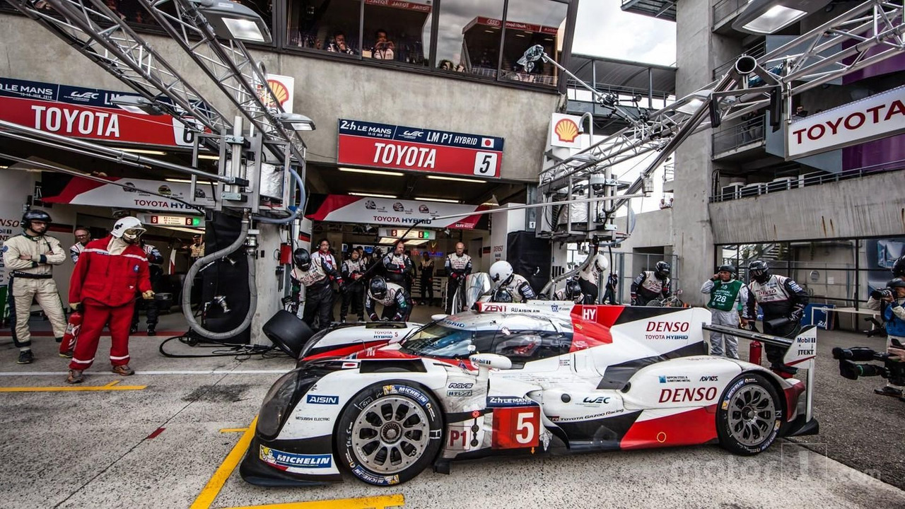 Pit stop and last driver change for #5 Toyota Racing TS050 Hybrid