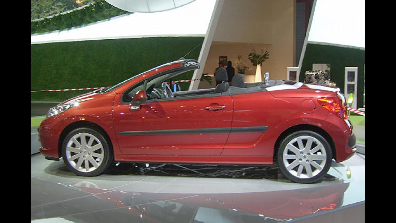 Beim Peugeot 207 CC verschwindet das Metalldach per Knopfdruck in 25 Sekunden im Kofferraum