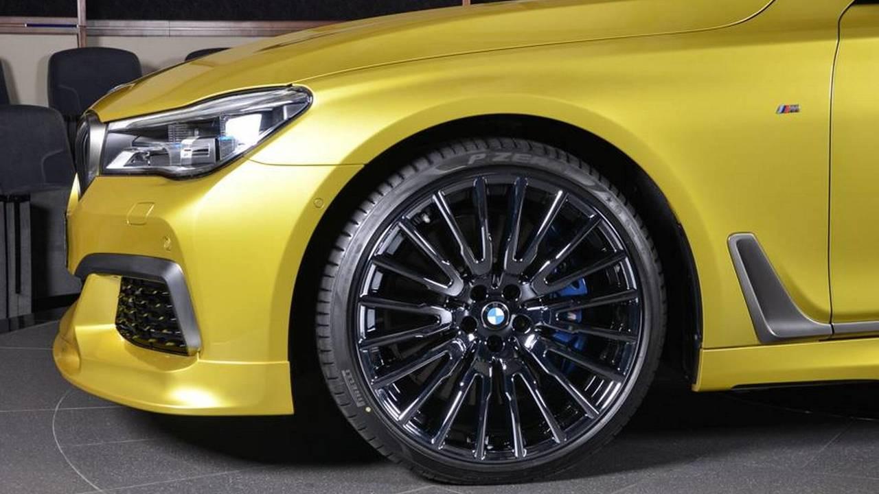BMW M760Li Austin Yellow