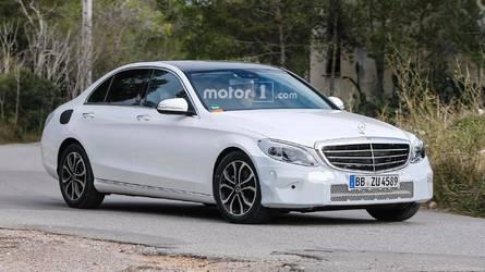 Flagra - Mercedes-Benz Classe C terá leve reestilização em 2018