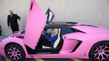 Estragou? Nicki Minaj mostra seu Lamborghini Aventador Pink