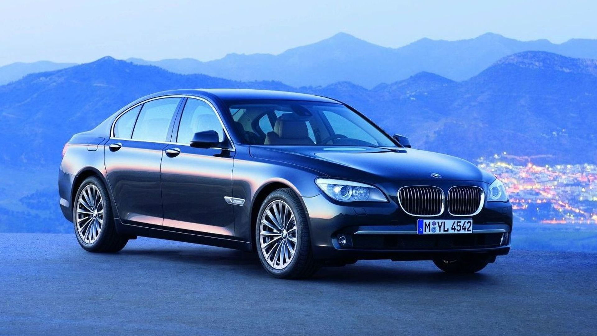 BMW Recalls Series Sedans Because Doors Could Fly Open - 2009 bmw 745li