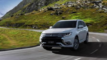 2019 Mitsubishi Outlander PHEV Gets Bigger, Torquier Engine
