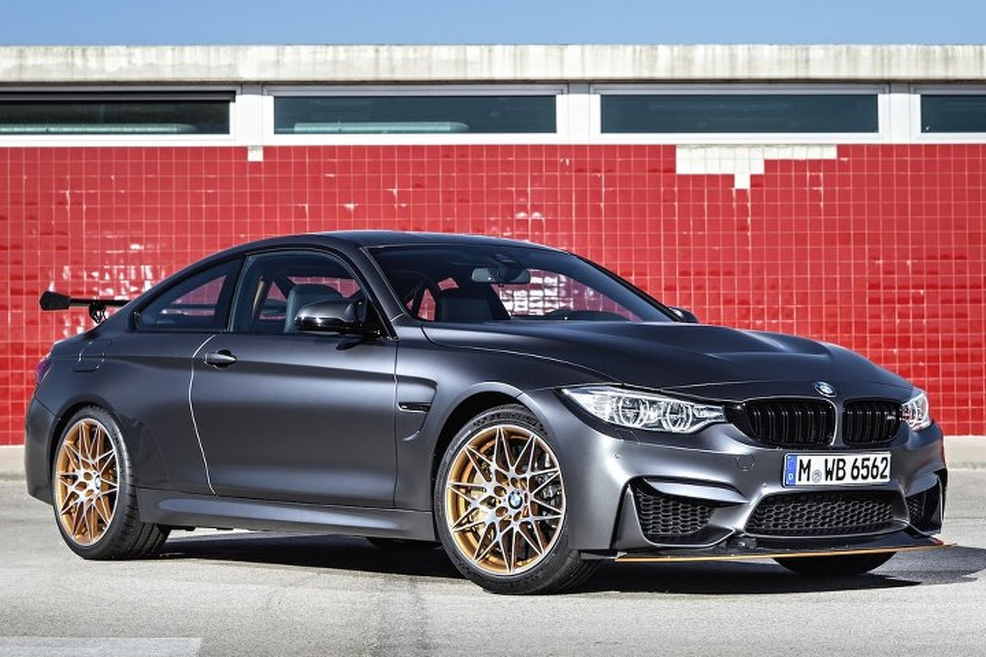 Attractive BMW M4 GTS Uses Water Injection System To Make Track Day Power Good Ideas