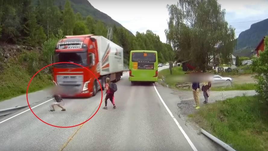 Frenagem automática da Volvo impressiona ao evitar acidente