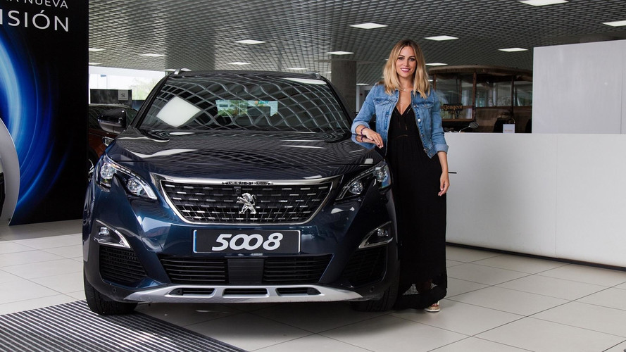 Edurne conduce un Peugeot 5008 2017