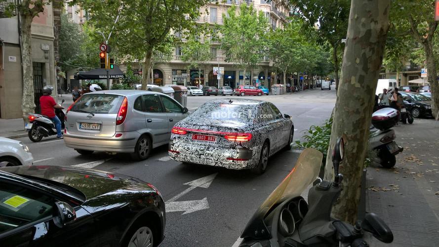 Motor1.com okuru Audi A6 Prototipini Barselona'da görüntüledi