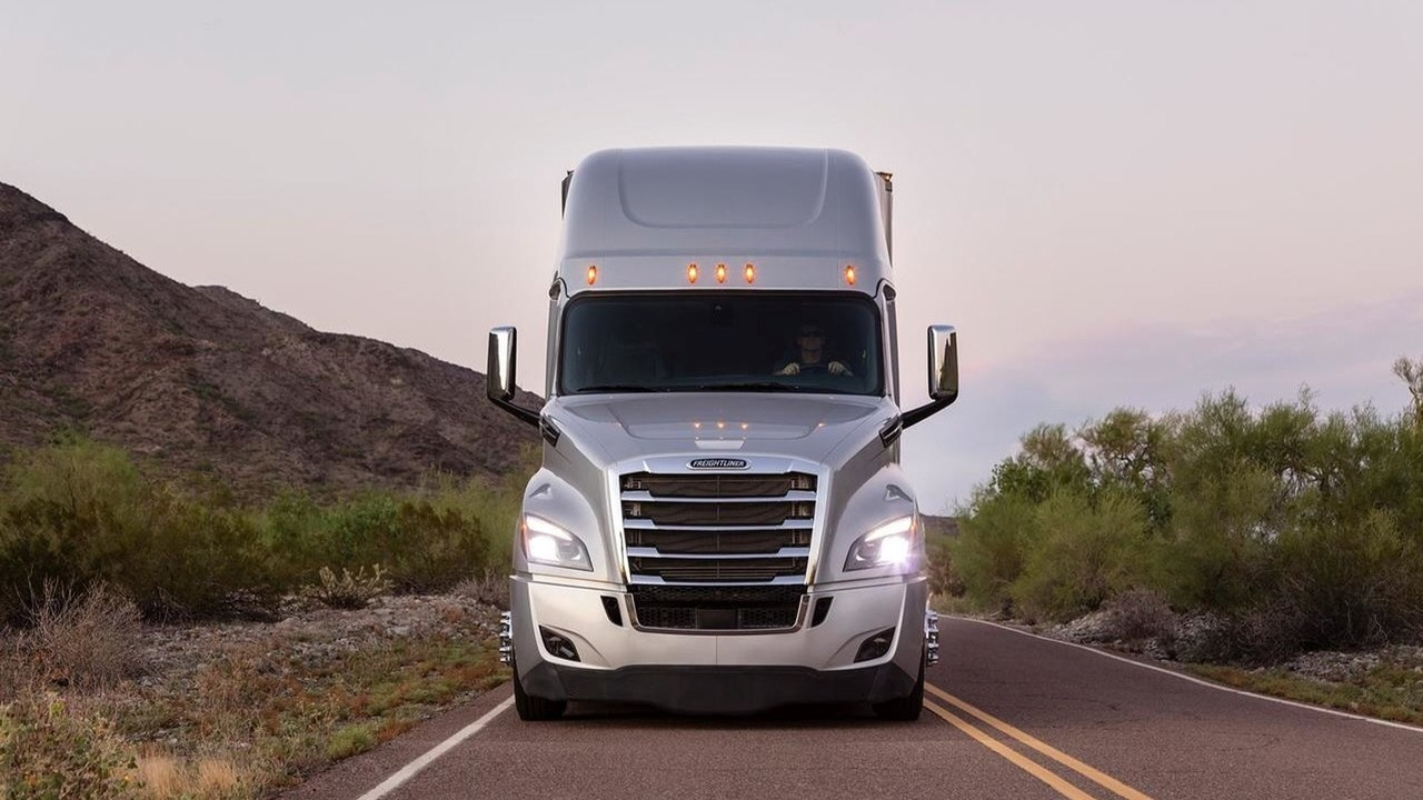 New Freightliner Cascadia Is The Most Advanced Semi Truck Ever