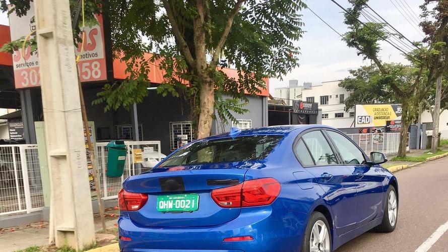 BMW Serie 1 Sedan flagra BR