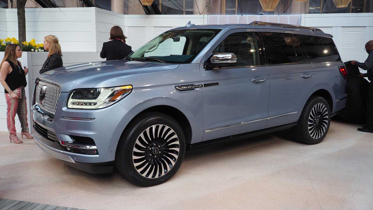 New 2018 Lincoln Navigator A Closer Look Inside And Out Via