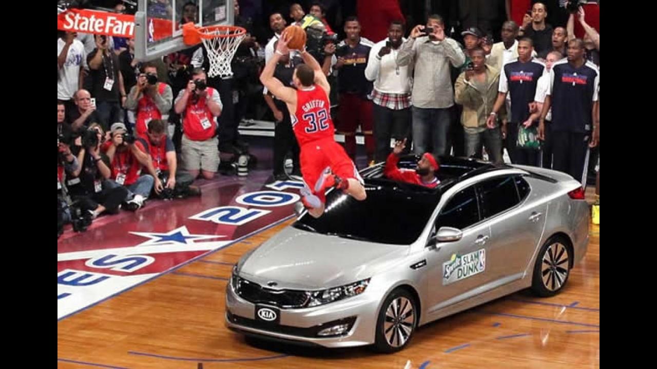 Kia Optima participa de jogo da NBA