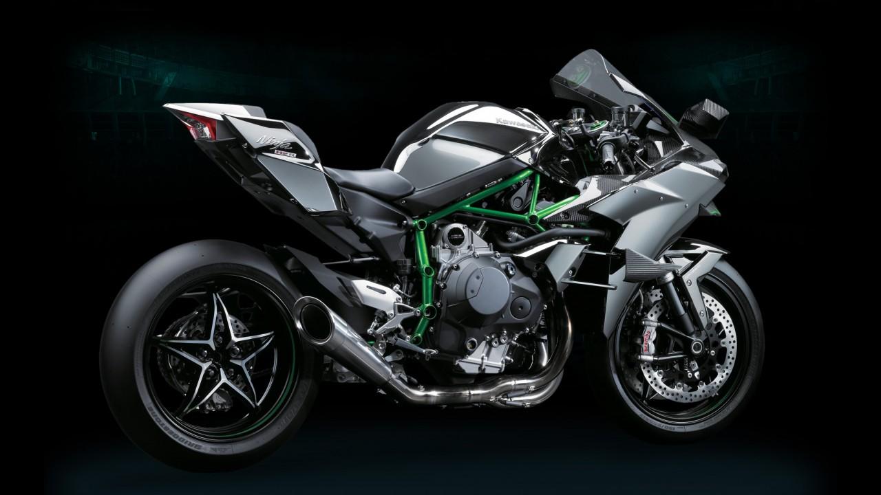 Kawasaki H2R ronca forte e cospe fogo no dinamômetro! - vídeo