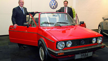 Prof. Dr. Martin Winterkorn and David McAllister on preparations for the start of production of the Golf Cabrio in spring 2011 in Osnabrück (from left), 02.11.2010