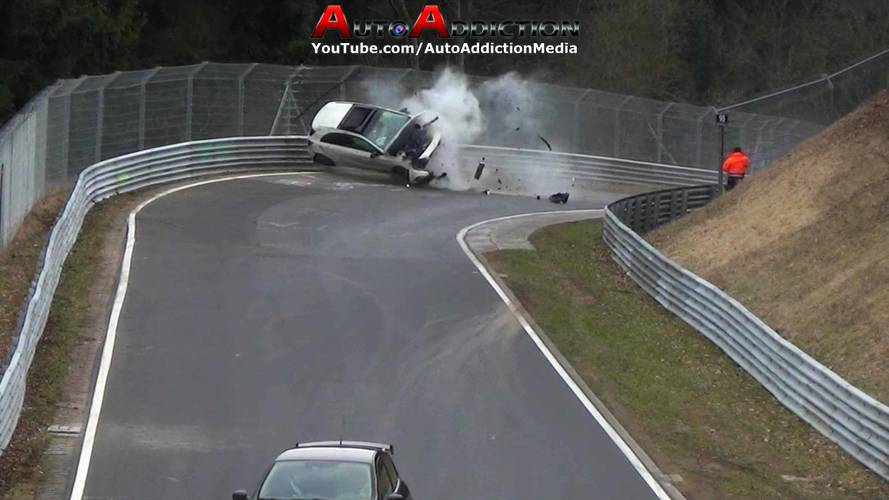 Mercedes A-Serisi'nin Nürburgring'deki feci kazasını izleyin