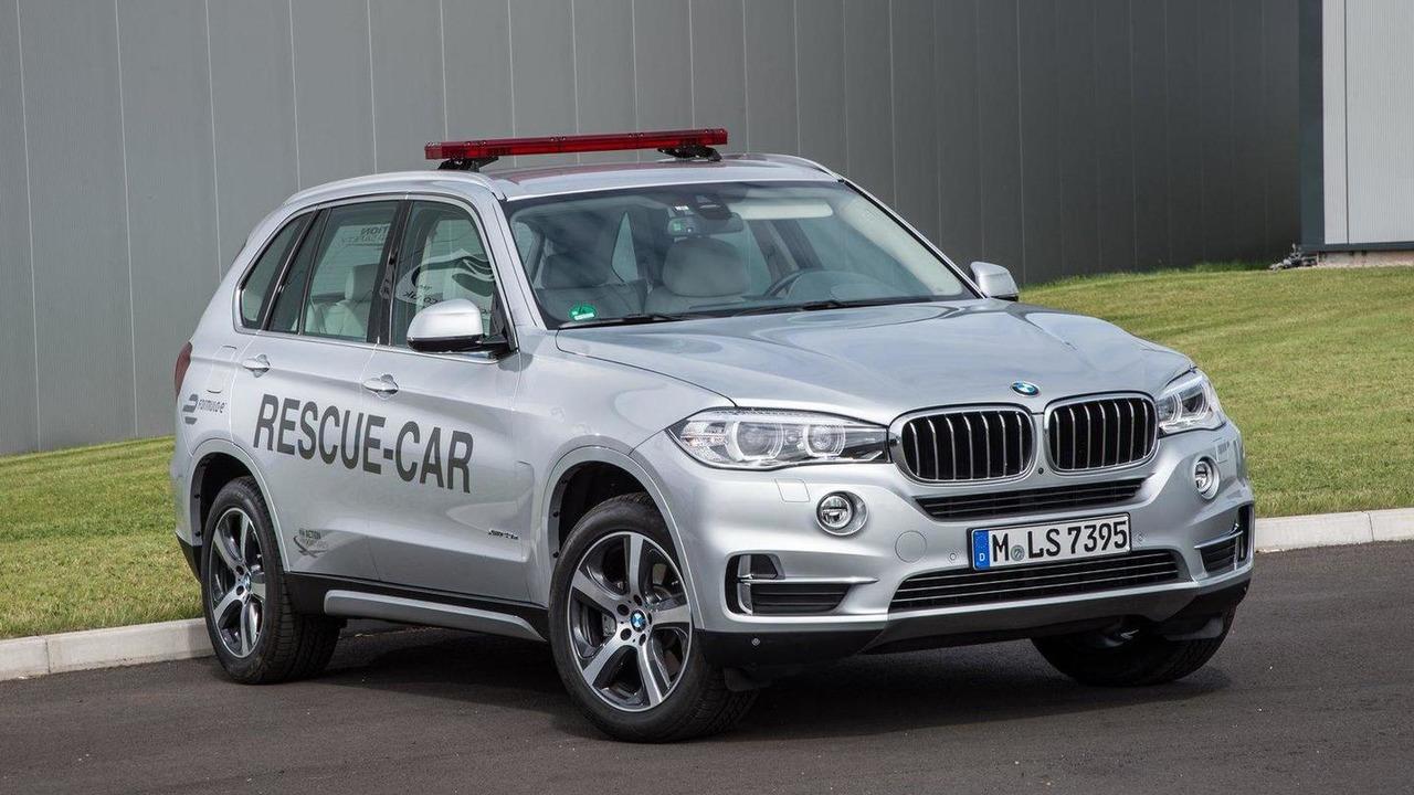 BMW X5 xDrive40e rescue vehicle for Formula E