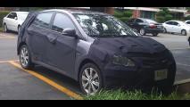 Hyundai Accent Hatch é flagrado com disfarces