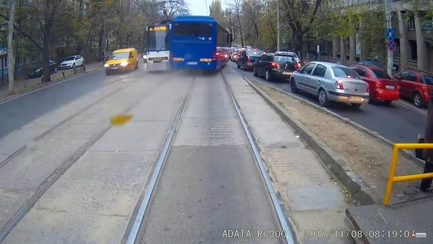 A Halálos iramban filmekben nincs olyan jelenet, mint amit ez a román buszsofőr produkált