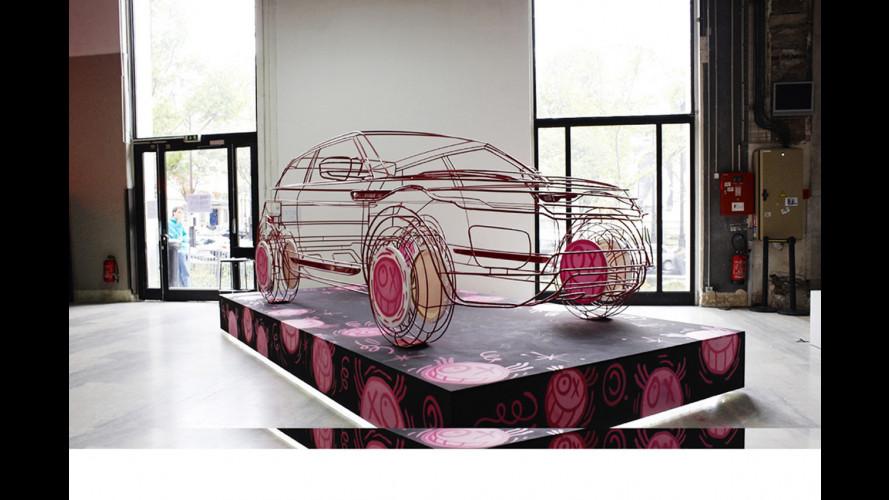 Range Rover Evoque si fa in 4 a Parigi