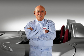 Stirling Moss Fires off About Female F1 Drivers, 'Poofters'