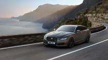 Jaguar XJR575 revealed