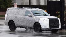 Lincoln Navigator spy shots in rain