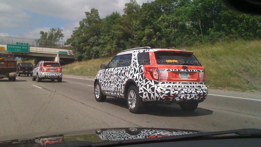 2011 Ford Explorer spied on the road - much better than awful teaser pics
