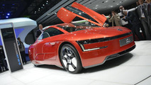 Volkswagen XL1 production version live in Geneva