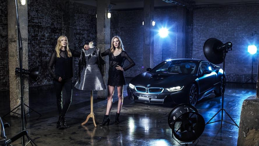 İkizler, BMW i Serisi'nden esinlenerek elbise tasarladı
