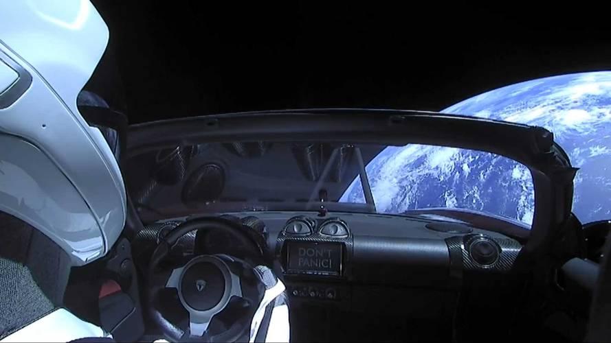 Ilyen a kilátás a Földre egy Tesla Roadster utasteréből (videó)