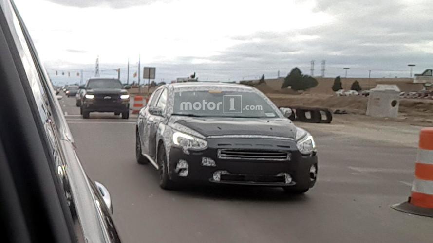 FLAGRA - Ford Focus hatch de 4º geração perde camuflagem