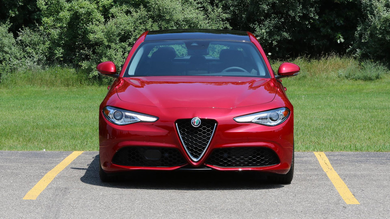 2017 alfa romeo giulia review racy even without the. Black Bedroom Furniture Sets. Home Design Ideas