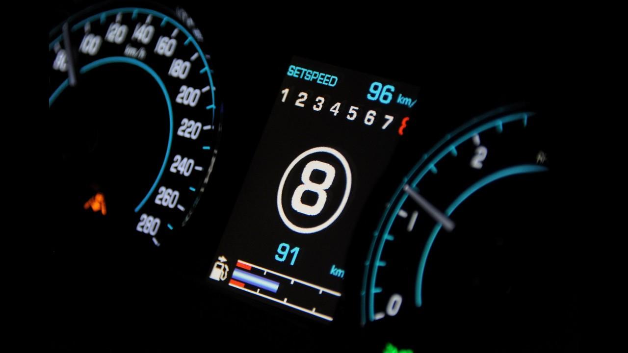 Jaguar XJ ganha novo motor 3.0 V6 turbo de 340 cavalos e câmbio de oito marchas na linha 2013
