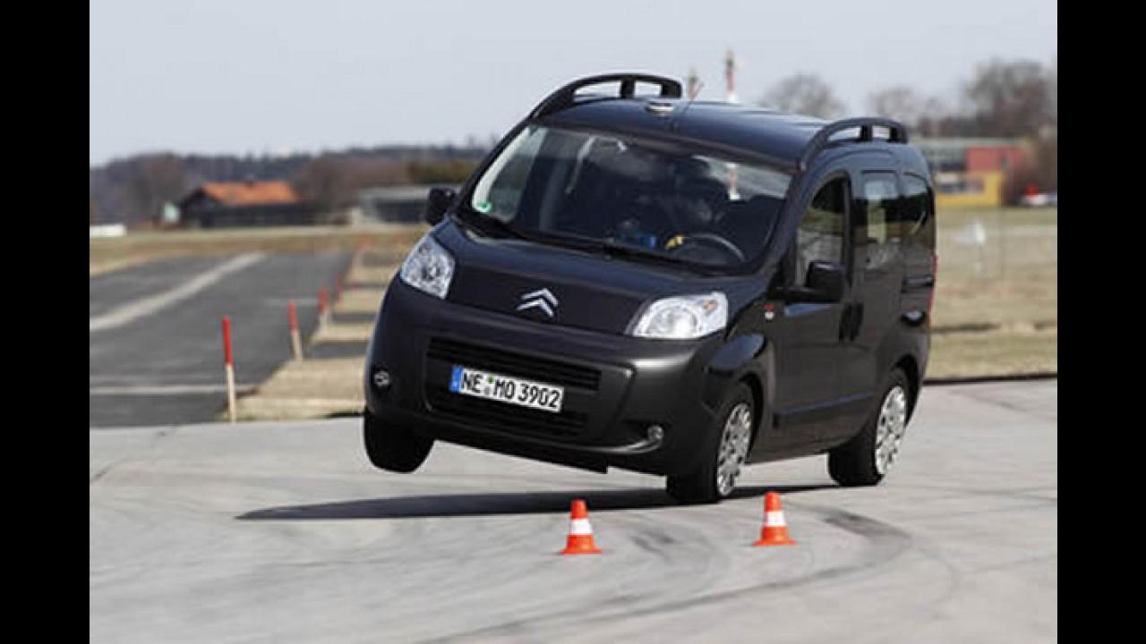 """Europa: Citroën Nemo falha e capota no """"teste do alce"""" - Veja o vídeo do capotamento"""