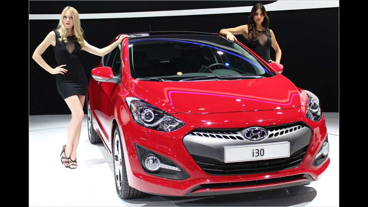 Wegfahrsperre? Hier halten gleich zwei Schönheiten den neuen Hyundai fest