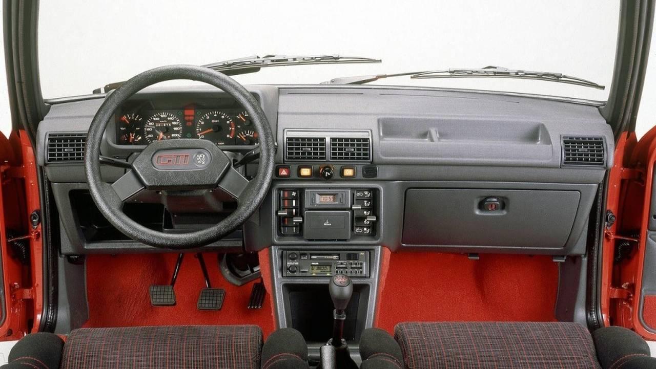 Peugeot 205 GTi: ¿cómo es el interior?