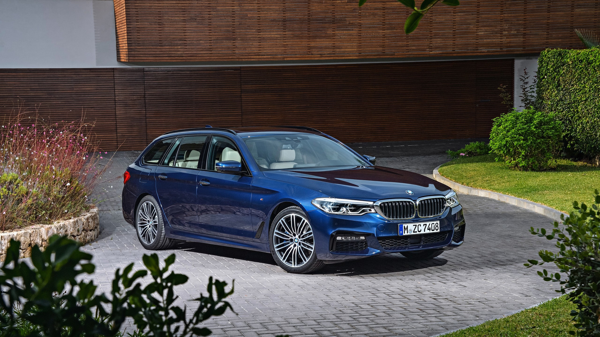 2017 bmw 5 series touring wants to be the ultimate family. Black Bedroom Furniture Sets. Home Design Ideas